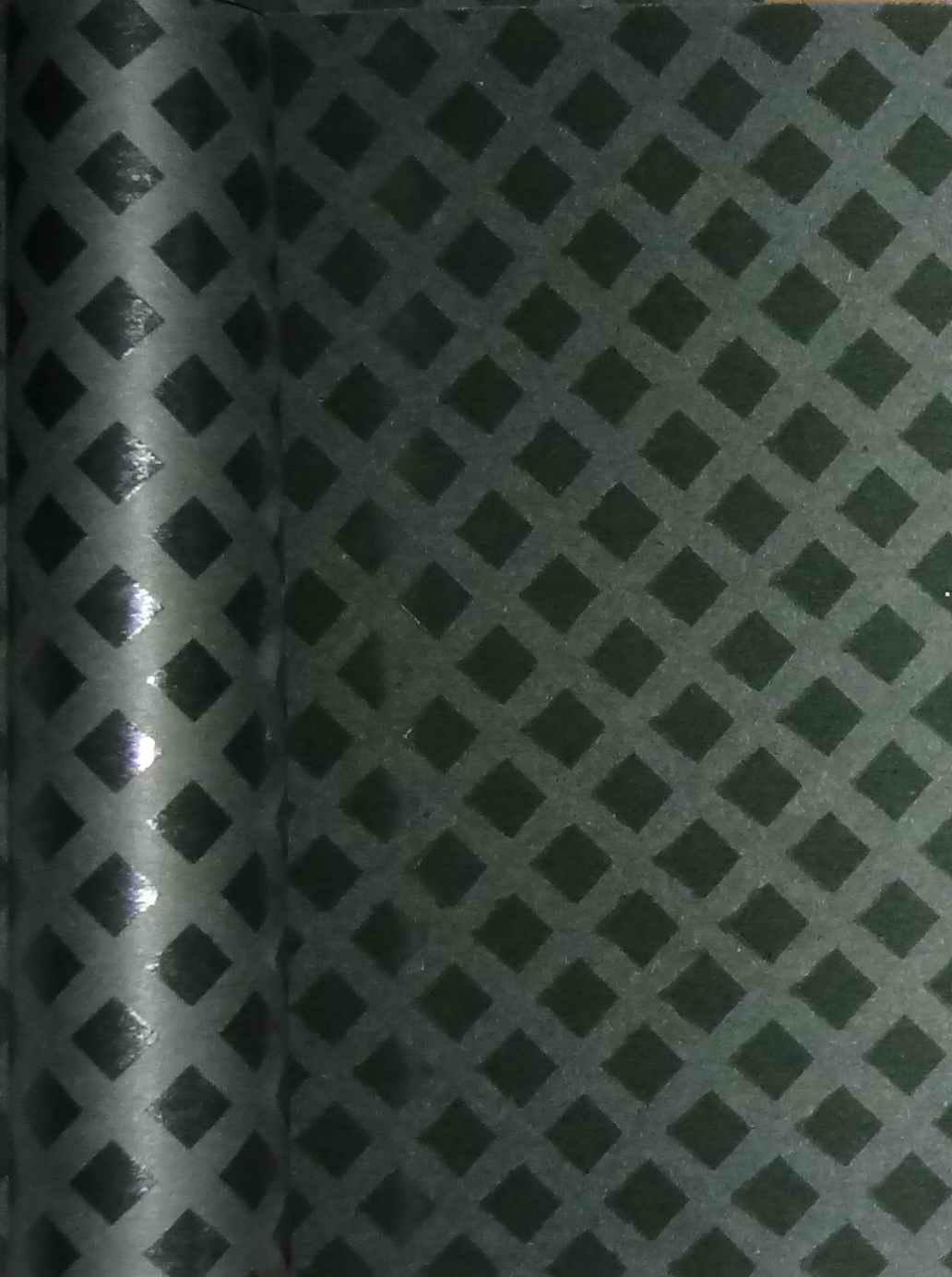 DPE菱格点胶亚博电子娱乐是改性胶粘剂呈菱格状涂敷在电工用亚博电子娱乐表面上而成的半固化柔软复合材料。
